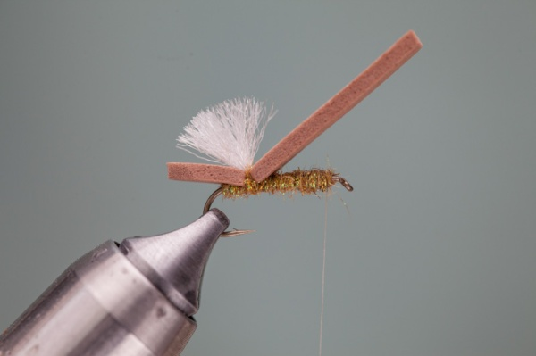 advancing thread tying hopper pattern